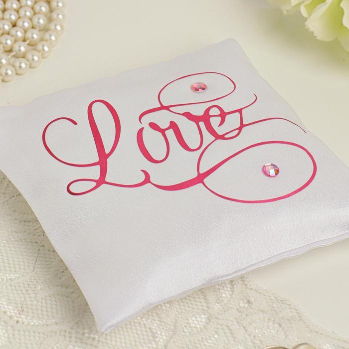 """Подушечка для колец """"Love"""" (белая с розовой надписью; 14 х 14 см)"""