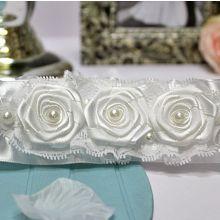 """Подвязка для невесты """"Белые розы"""""""