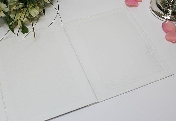 """Папка """"Влюбленная пара"""" (белый с периливом) для свидетельства 18х25 см."""