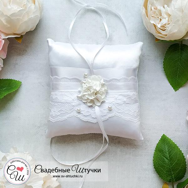Подушечка для колец Изысканные розы (белый)