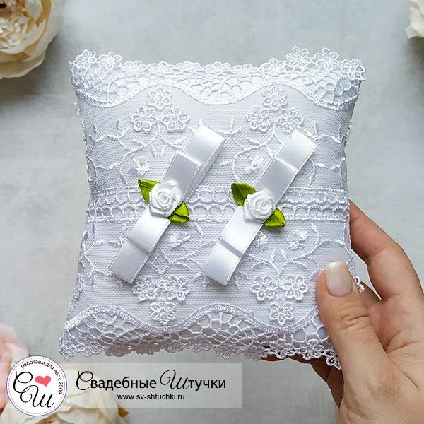 Подушечка для колец на свадьбу Королевские розы (белый)