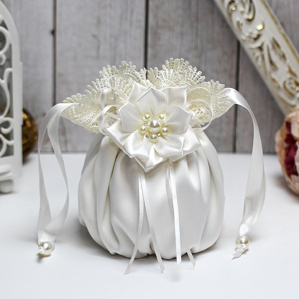 Сумочка-мешочек для невесты Нежные цветы (айвори)