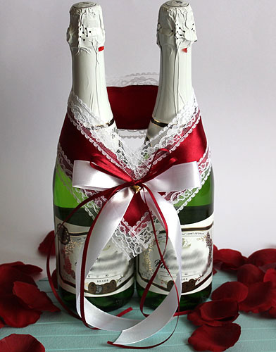 Украшение на шампанское Влюбленная пара (бордо/белый)