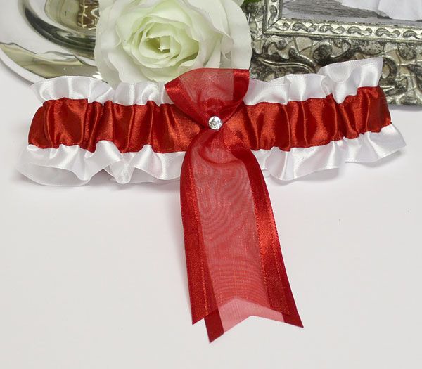 Подвязка с цветами для невесты