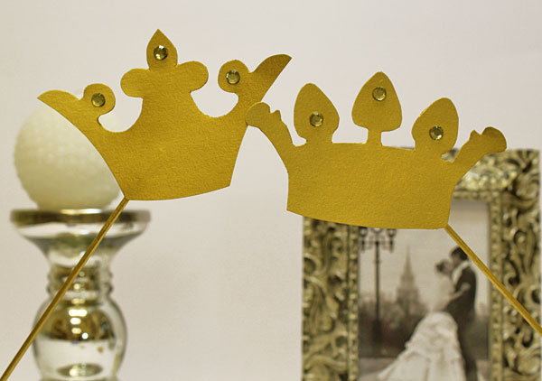 Короны на палочке для свадебной фотосессии (2 шт, золото)
