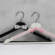 """Вешалки для нарядов жениха и невесты """"Розовые цветы"""""""