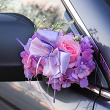 Украшение для ручек/зеркал машины Поцелуй бабочки, розы+гортензия (сиреневый/розовый)