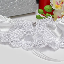 Подвязка для невесты Белые цветы