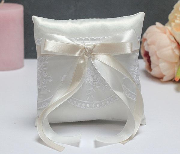 Свадебная подушечка для колец Бантик (айвори)