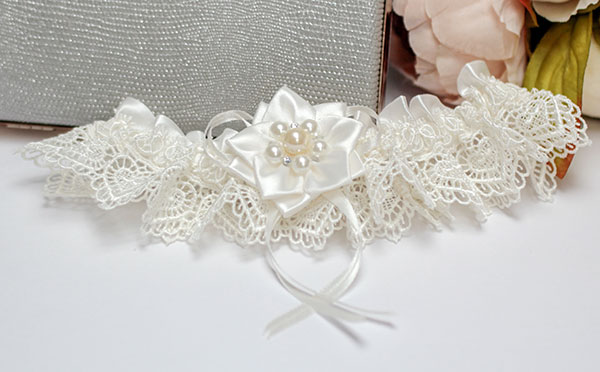 Подвязка для невесты Нежные цветы (айвори)