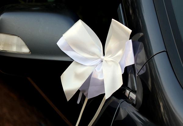 Комплект бутоньерок на авто Фантазия (айвори/белый)