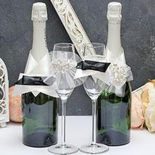 """Набор украшений на свадебные бутылки и бокалы """"Жених и невеста"""", бело-черный"""