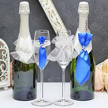 """Набор украшений на свадебные бутылки и бокалы """"Жених и невеста"""", бело-синий"""