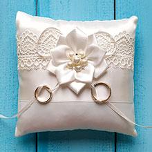 """Свадебная подушечка для колец """"Нежный цветок"""""""