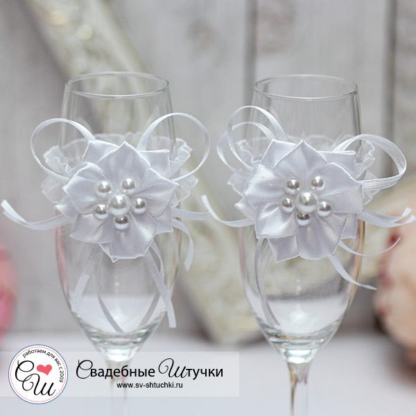 Свадебное украшение на бокалы Нежные цветы (белый)