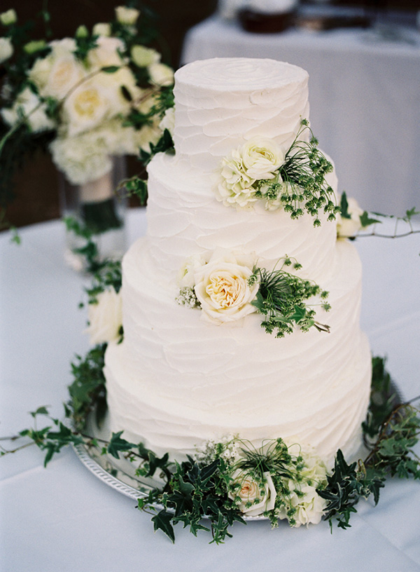 beautiful-white-and-greenery-wedding-cakes