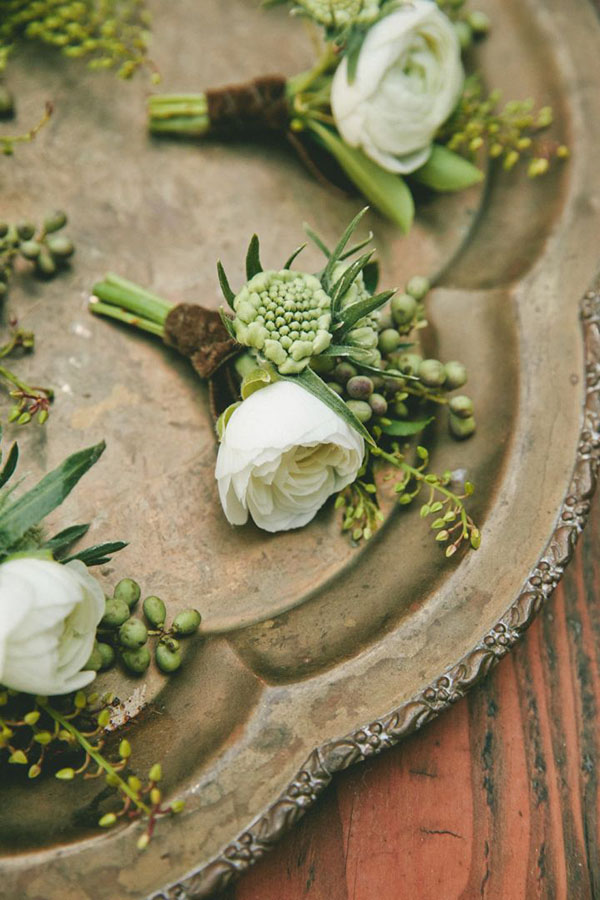 botanical-groomsman-boutonniere-vintage-greenery-wedding-ideas