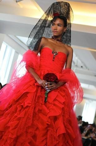 Красное свадебное платье Оскара де ла Рента